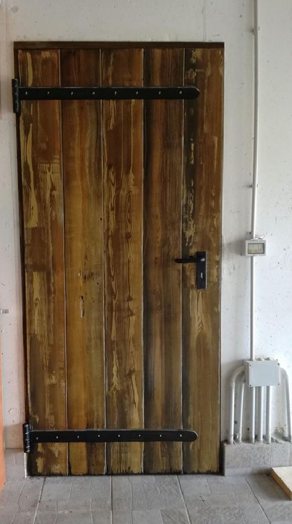 einfache Holztüre